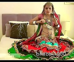 Gujarati Indian College Babe Jasmine Mathur Garba Dance and Showing Bobbs 1 min 35 sec
