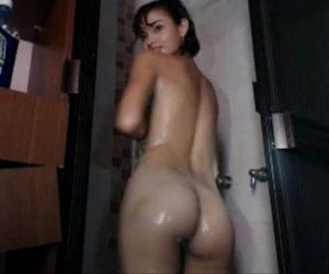 What is the name of this camgirl please - 28 min