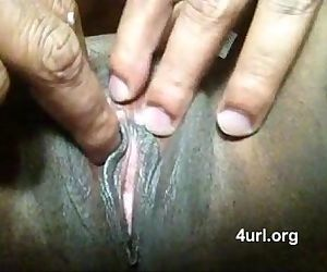 Desi Aunty Exposes her Choot awesome - 1 min 25 sec