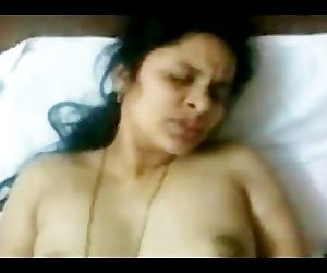 Hot INDIAN TELUGU Aunty Sudha\'s fucking CLIP 2